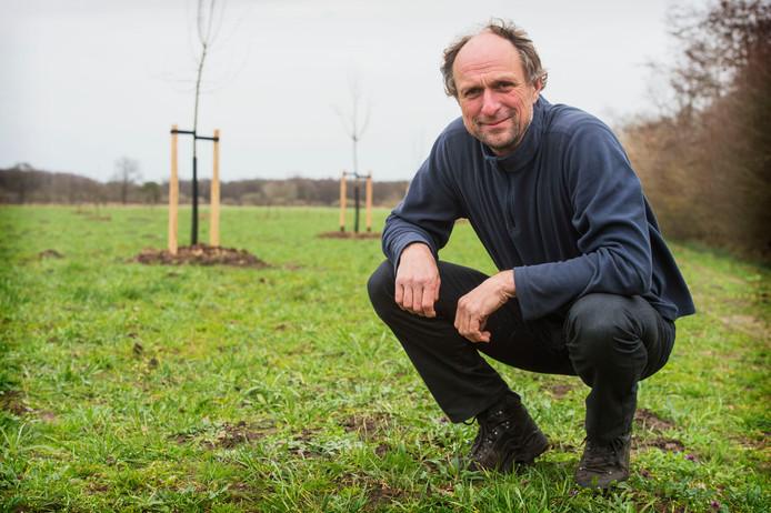 Mark Vonk heeft velden ingezaaid met bloemzaad voor akkerland. Op dat velden staan nu ook bomen.