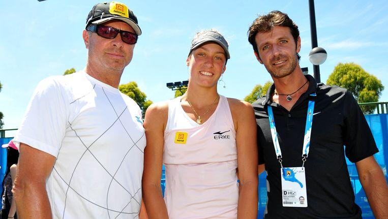 Patrick Mouratoglou (rechts) in het gezelschap van Yanina Wickmayer en vader Marc.