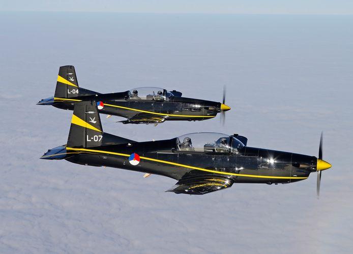 Er zijn zo weinig instructeurs bij de luchtmacht dat studenten deze week niet meer kunnen vliegen in deze toestellen.