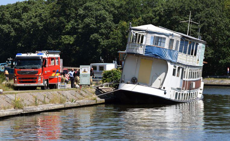 Een passant merkte dat het schip dieper in  het water lag dan gewoonlijk.