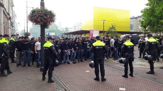 Fans van FC Basel op het Gele Rijdersplein in Arnhem.