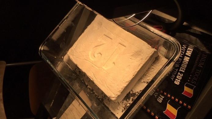 In de garage werden kilo's aan drugs gevonden.