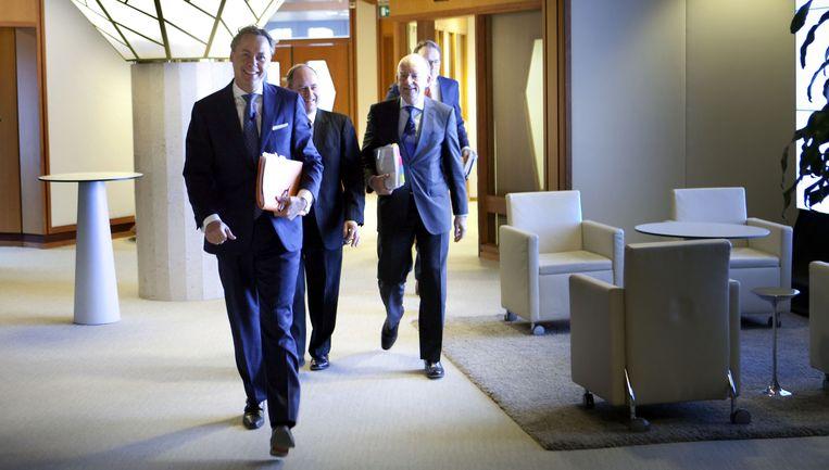 ING-topmannen Ralph Hamers (links), Patrick Flynn en Wilfred Nagel komen aan voor de persconferentie over de jaarcijfers, eind vorige maand. Beeld Maarten Hartman