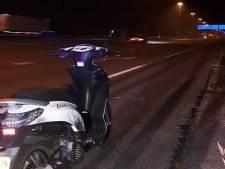 'U rijdt met scooter op A2 bij Waardenburg, mag dat?'