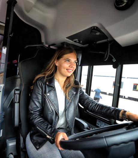 EBS zoekt nieuwe buschauffeurs: 'Dit is wat anders dan mijn Fiat 500'