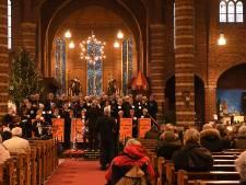 De Harde Kern zingt kerstliedjes in de kerk van Boxmeer