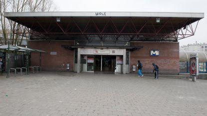 Jongeren bekogelen opnieuw agenten bij arrestatie in Molenbeek