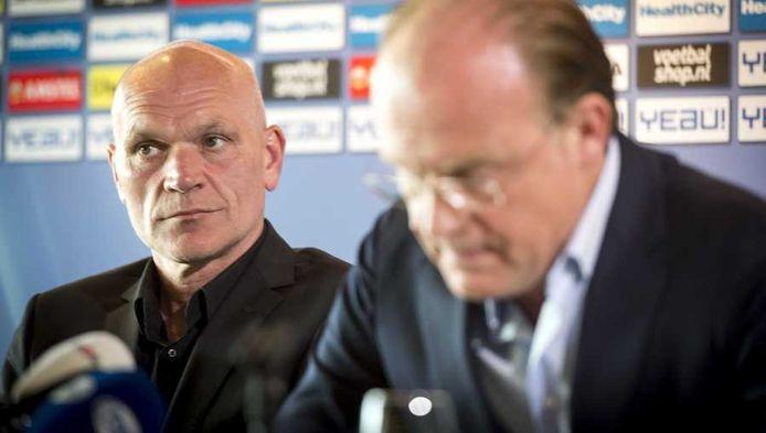 Jan Wouters (L) en algemeen directeur Wilco van Schaik tijdens een persconferentie in stadion Galgenwaard.