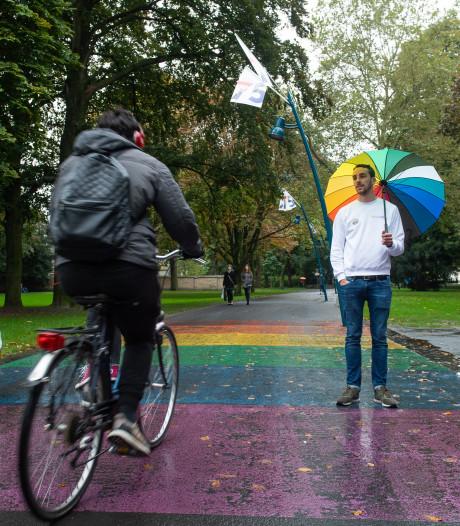 Breda weer iets 'inclusiever' met  regenboogbankje en  LHBTI-Blind Wall
