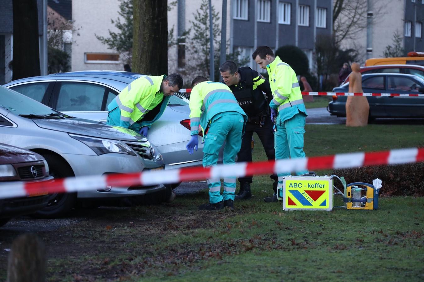 Hulpverleners op de locatie waar de schietpartij heeft plaatsgevonden.