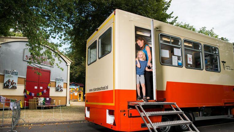 Door vooruit te werken tijdens de vakantie, kunnen de kinderen straks mee naar Amsterdam. Beeld Mats van Soolingen