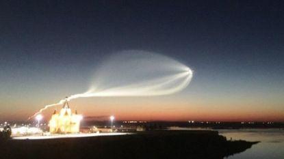 Complottheorieën stapelen zich op: vreemd object vliegt doorheen sterrenhemel Rusland