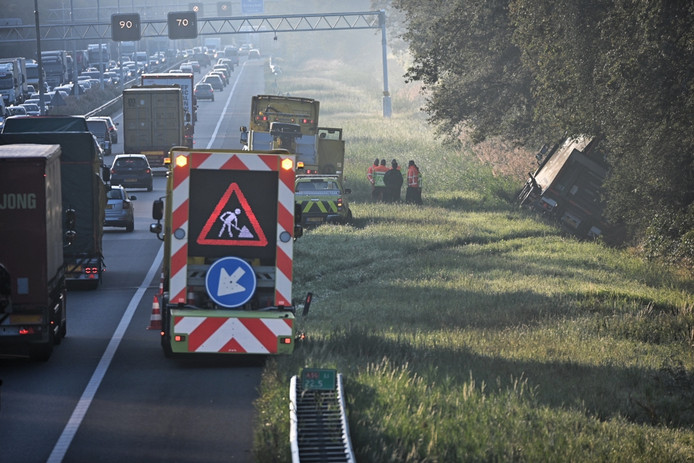 Vrachtwagen gekanteld A58 Oirschot.