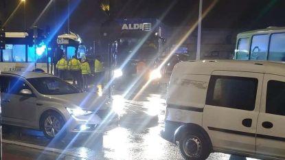 Ongeval tussen Lijnbus en vrachtwagen: buschauffeur gewond, passagier in shock