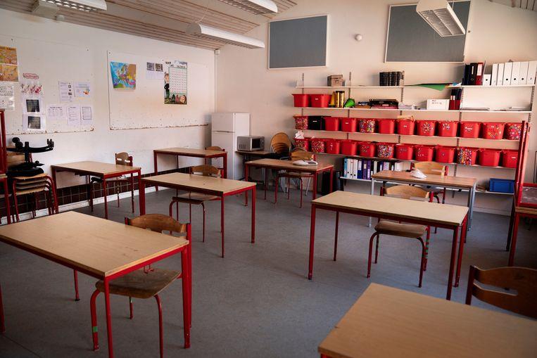 Een vanwege de coronamaatregelen leeg klaslokaal in Kopenhagen, eerder deze maand. Beeld AFP