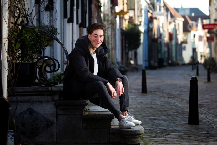 Bertan Topbac uit Deventer is deze zomer te zien in de shortfilm Bourgeois Absolutie.