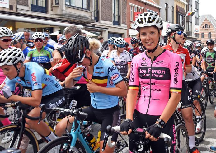 Kaat Hannes voor de start van een rit in de BeNeLadies Tour van vorig jaar in Zelzate.