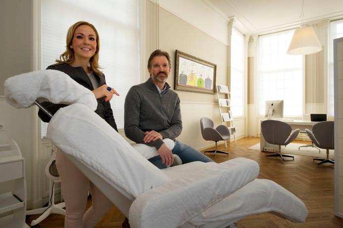 In het Elderinkshuis hebben directeur Floortje Zipper en plastische chirurg Michel Cromheecke een privékliniek voor plastische chirurgie geopend