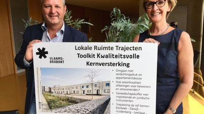 Gemeente ontvangt cheque voor dorpskernen