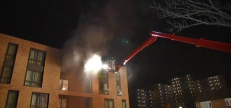 Bewoners door brand getroffen complex allemaal ongedeerd en ontslagen uit ziekenhuis