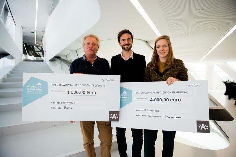 Paul Schyvens, Luc Roegiers en Stephanie Verbeeck bij de prijsuitreiking.
