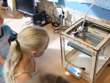 Jeugdige Willie Wortels maken 3D-printer