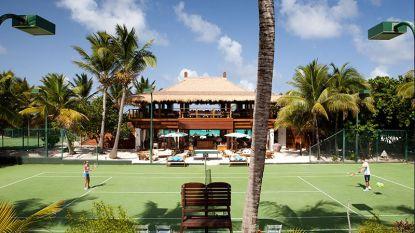 100.000 euro inschrijving, dubbelen met Serena Williams of Borg en een shot tequila drinken als je ace om de oren krijgt: het meest exclusieve tennistoernooi ter wereld