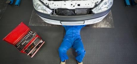 Gemeenten in NO-Twente nemen kijkje onder de kap van goede en verdachte autobedrijven