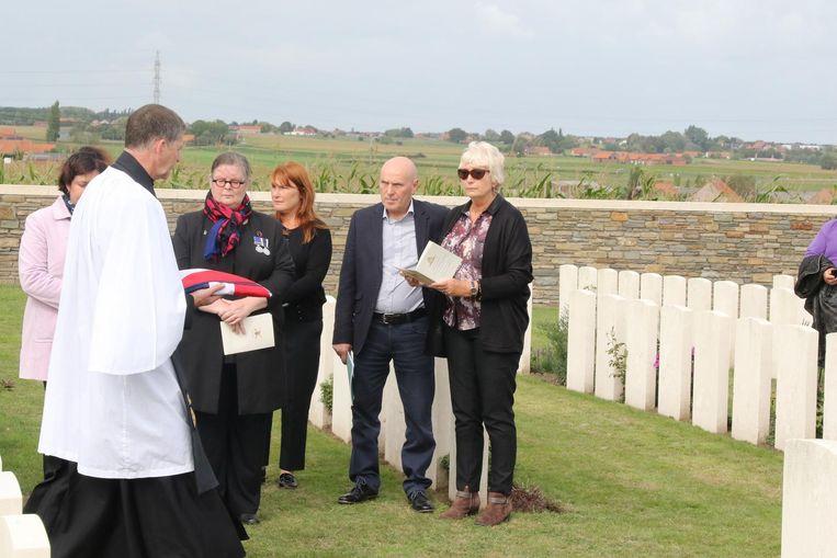 De nabestaanden van James McLynn krijgen de Britse vlag.