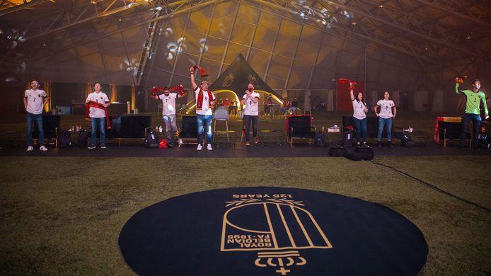 Fans van de Rode Duivels in het Proximus Basecamp.
