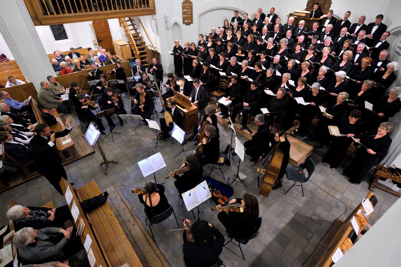 Oratoriumvereniging Soli Deo Gloria is opgeheven, maar de Johannes Passion blijft behouden voor Hellendoorn. Zondagavond wordt een aangepaste versie van dit bekende muziekstuk opgevoerd in de oude dorpskerk aan de Dorpsstraat.