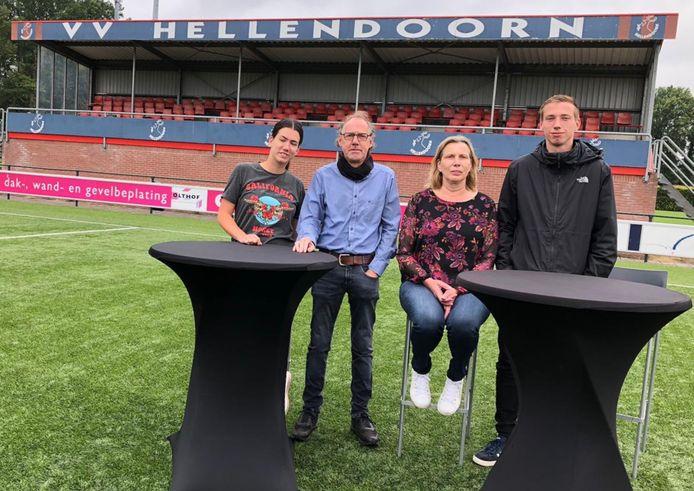 Henk Olthof met zijn vrouw Ria en kinderen Harm-Jan en Verena op het hoofdveld van vv. Hellendoorn, de club waaraan de doodzieke ondernemer nog jaren als hoofdsponsor zijn naam wil verbinden.