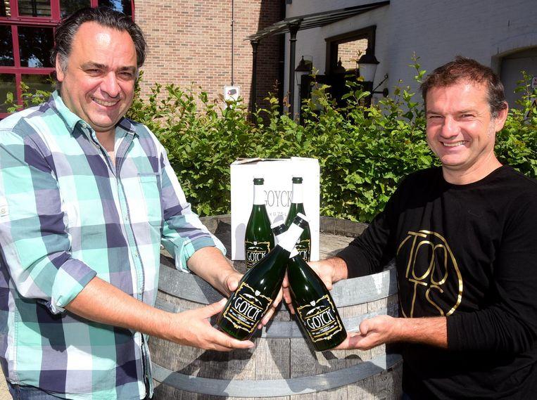 Geert en Koenraad brengen het nieuwe bier 'Goyck' op de markt.