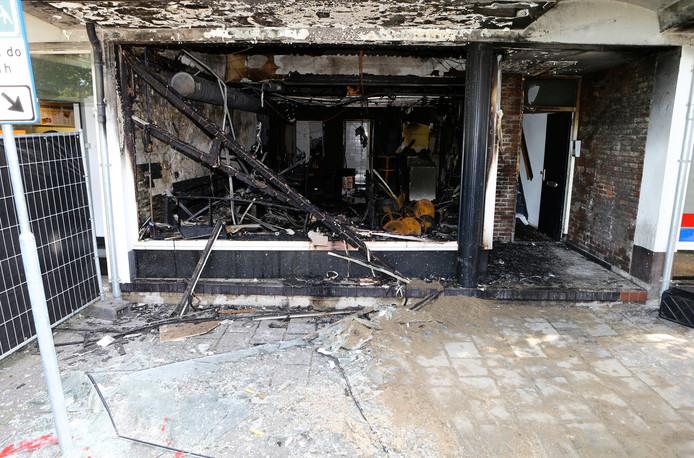 De brand heeft de loungebar volledig in as gelegd.