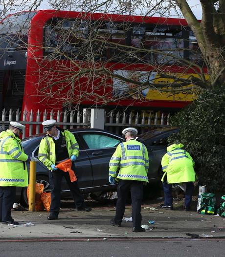 Auto rijdt in op voetgangers in Londen: vijf gewonden
