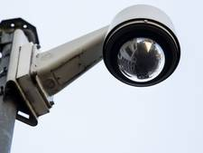 Zwaaiende inbreker loopt knullig tegen de lamp in Alphen