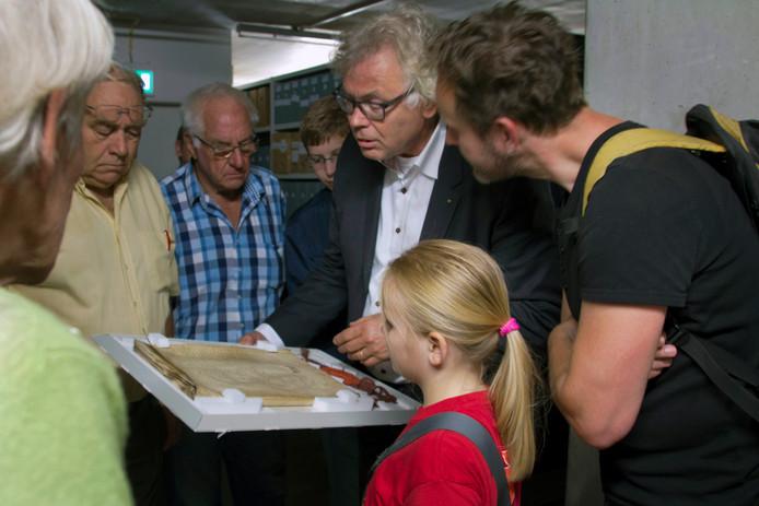 Bezoekers in de Athenaeumbibliotheek in Deventer.