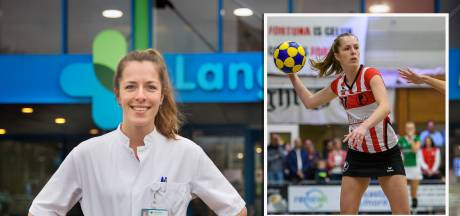 Zo blijft Claire van Oosten zich als ic-arts voor Fortuna inzetten: 'Als topsporter wil je altijd spelen'