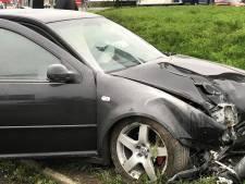 Bestuurder met levenslang rijverbod crasht na politieachtervolging