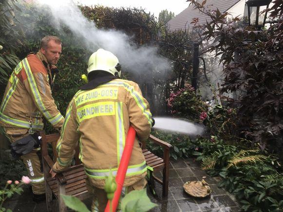 De brandweer kon de haagbrand gelukkig snel stoppen.