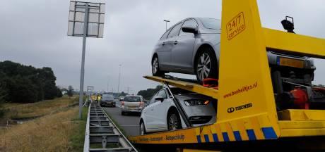 Na ongeval met vier auto's op A73 bij Cuijk ook lange file voor afslag Dukenburg