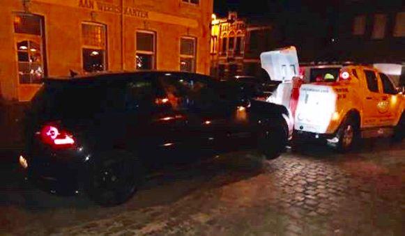 In Heule werd donderdagavond deze wagen getakeld. De bestuurder had gedronken en kon geen verzekeringsbewijs voorleggen.