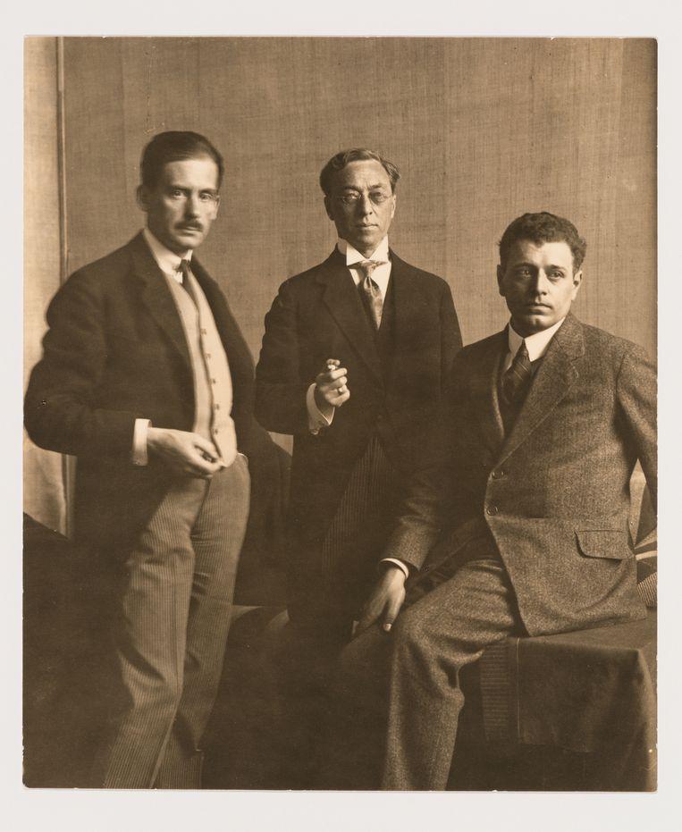Walter Gropius, Wassily Kandinsky en J.J.P. Oud tijdens de Bauhaus-tentoonstelling in Weimar, 1923. Beeld Boijmans