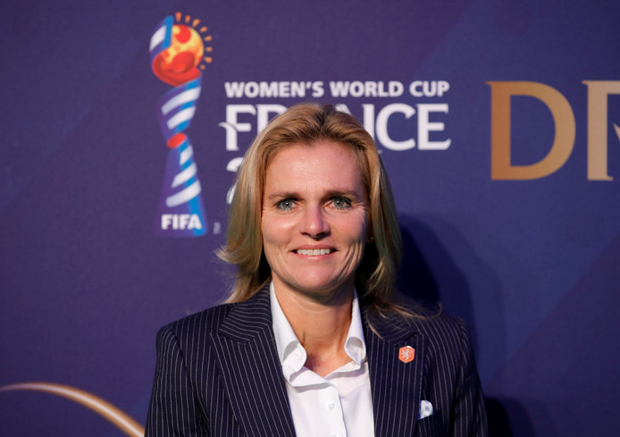 Bondscoach Sarina Wiegman bij de WK-loting.