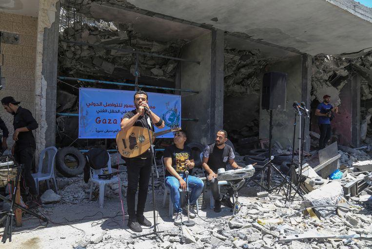 De Palestijnse band Dawaween treedt op tijdens een bijeenkomst waar wordt opgeroepen tot een boycot van het Songfestival. Beeld EPA