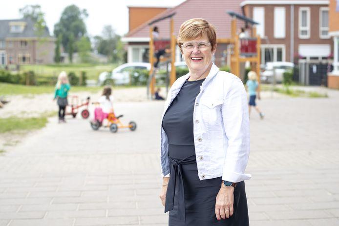 Irene Gruppen neemt afscheid als directeur van 't Gijmink in Goor. Ruim veertig  jaar was ze werkzaam daar, eerst als groepsleerkracht, later dus als directeur.