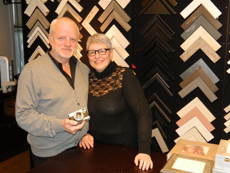 Filip en Ria Santens, begin 2017 bij het sluiten van hun winkel in Aalter.