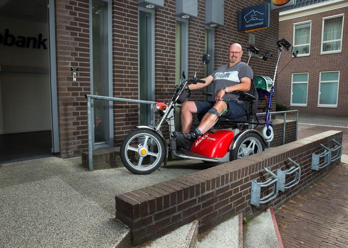 Roy Splithof is zelf gehandicapt en zet zich in voor de toegankelijkheid van bibliotheek, winkels, toiletten in restaurants en andere openbare gelegenheden.
