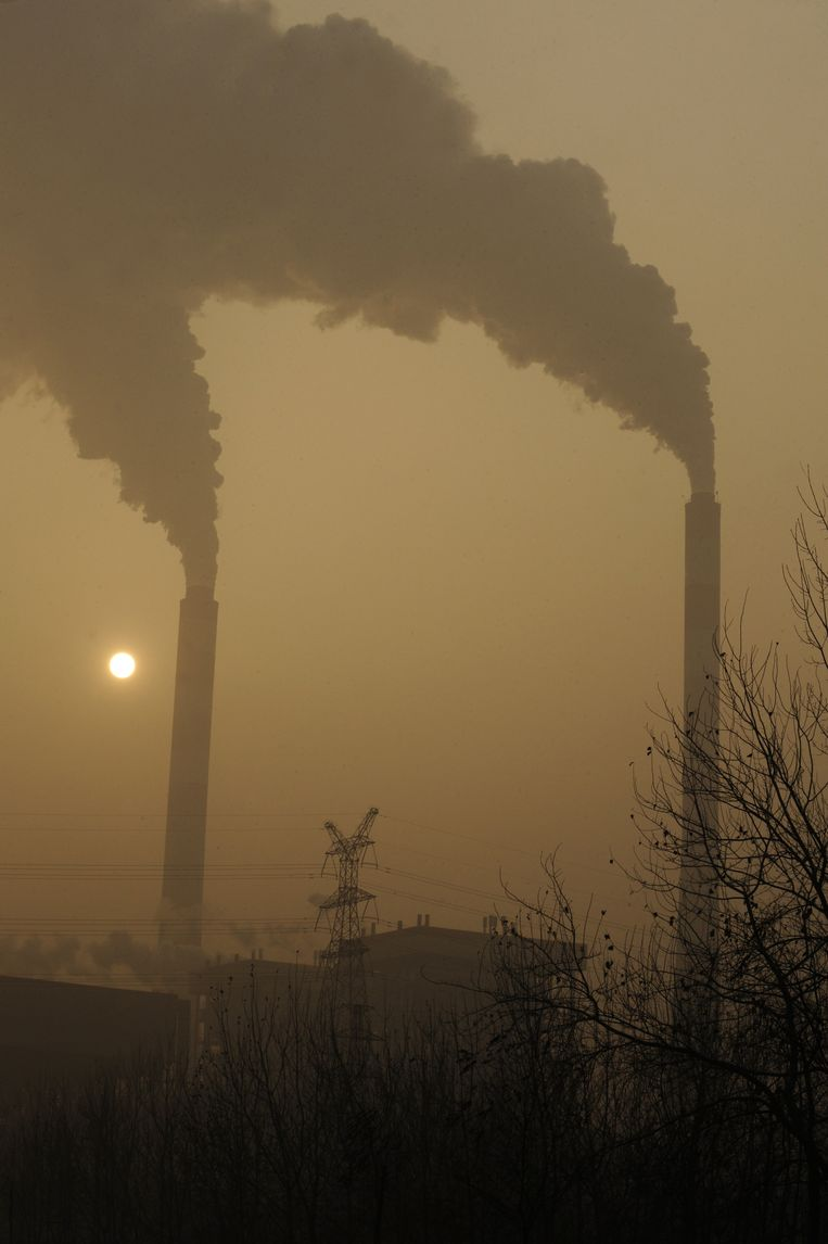 Luchtvervuiling in de Chinese stad Linfen (provincie Shanxi), een van de meest vervuilde steden ter wereld. Beeld AFP