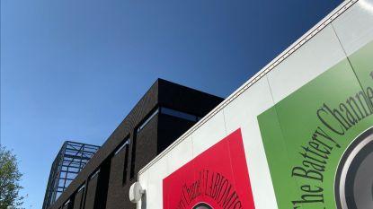 """Kunstenaar Koen Vanmechelen bouwt vrachtwagen om tot museum: """"De camion wordt zelf een kunstwerk als symbool van verbinding"""""""